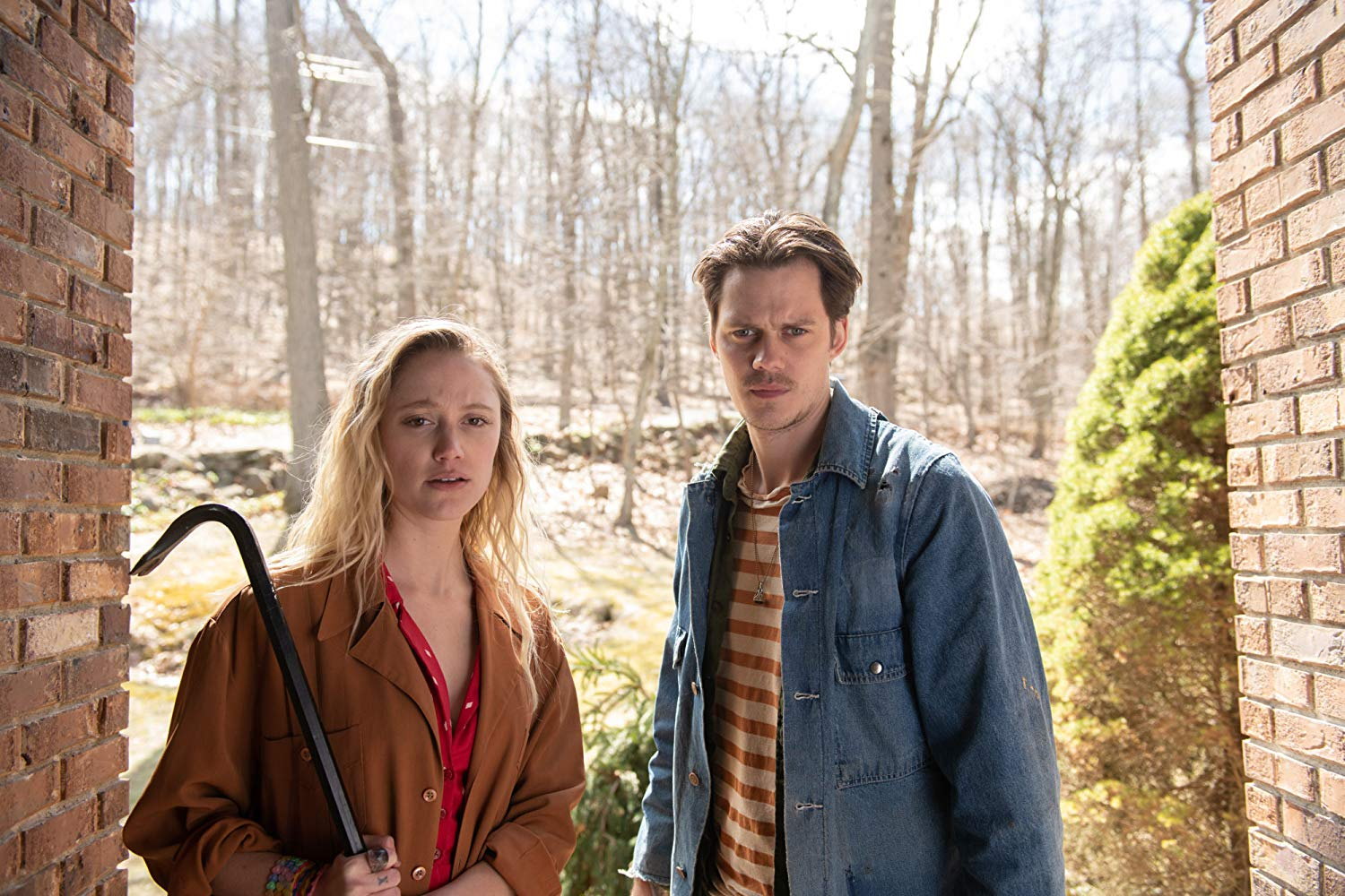 Maika Monroe and Bill Skarsgard in Villains
